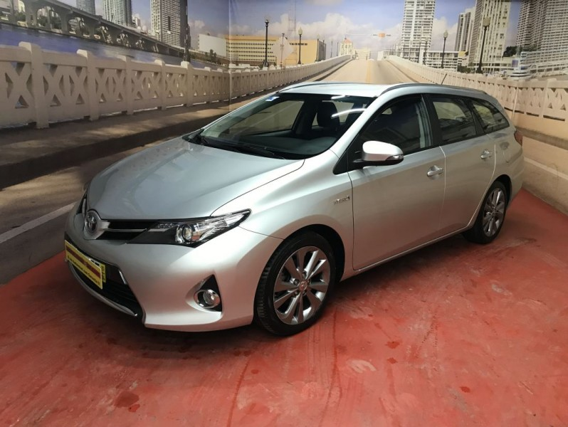 Toyota Auris Touring Sports 1.8 Hybrid Nacional full